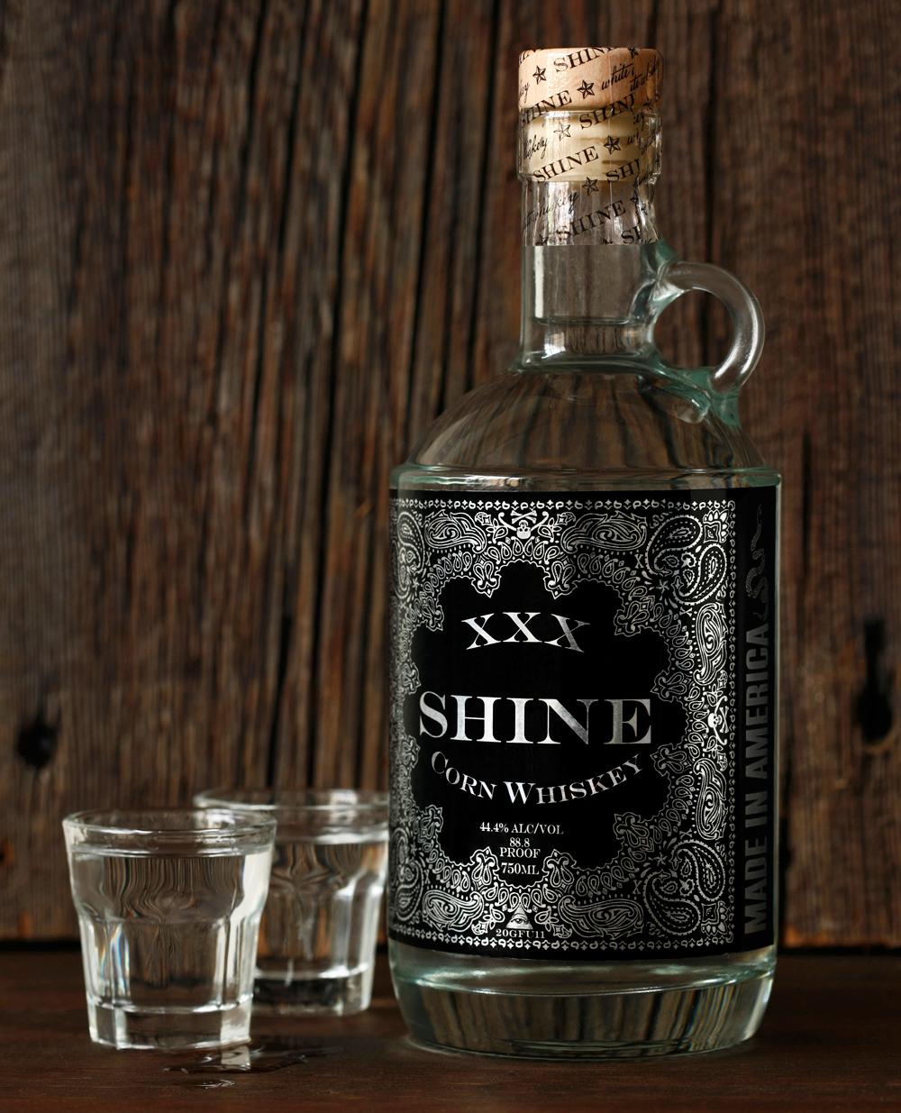 XXXSHINE-Whiskey-bottle-WEBID26©-1000